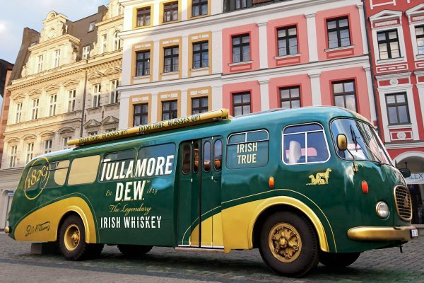 Tullamore DEW bus